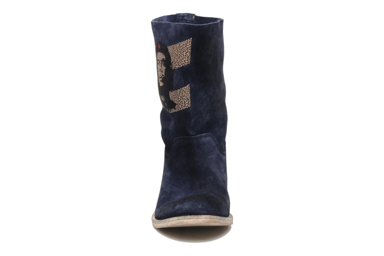 Ankle boots Coco et abricot Ché Blue model view