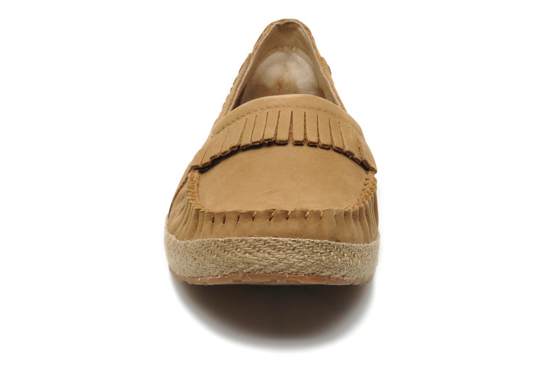 Mocassins UGG Marrah Marron vue portées chaussures