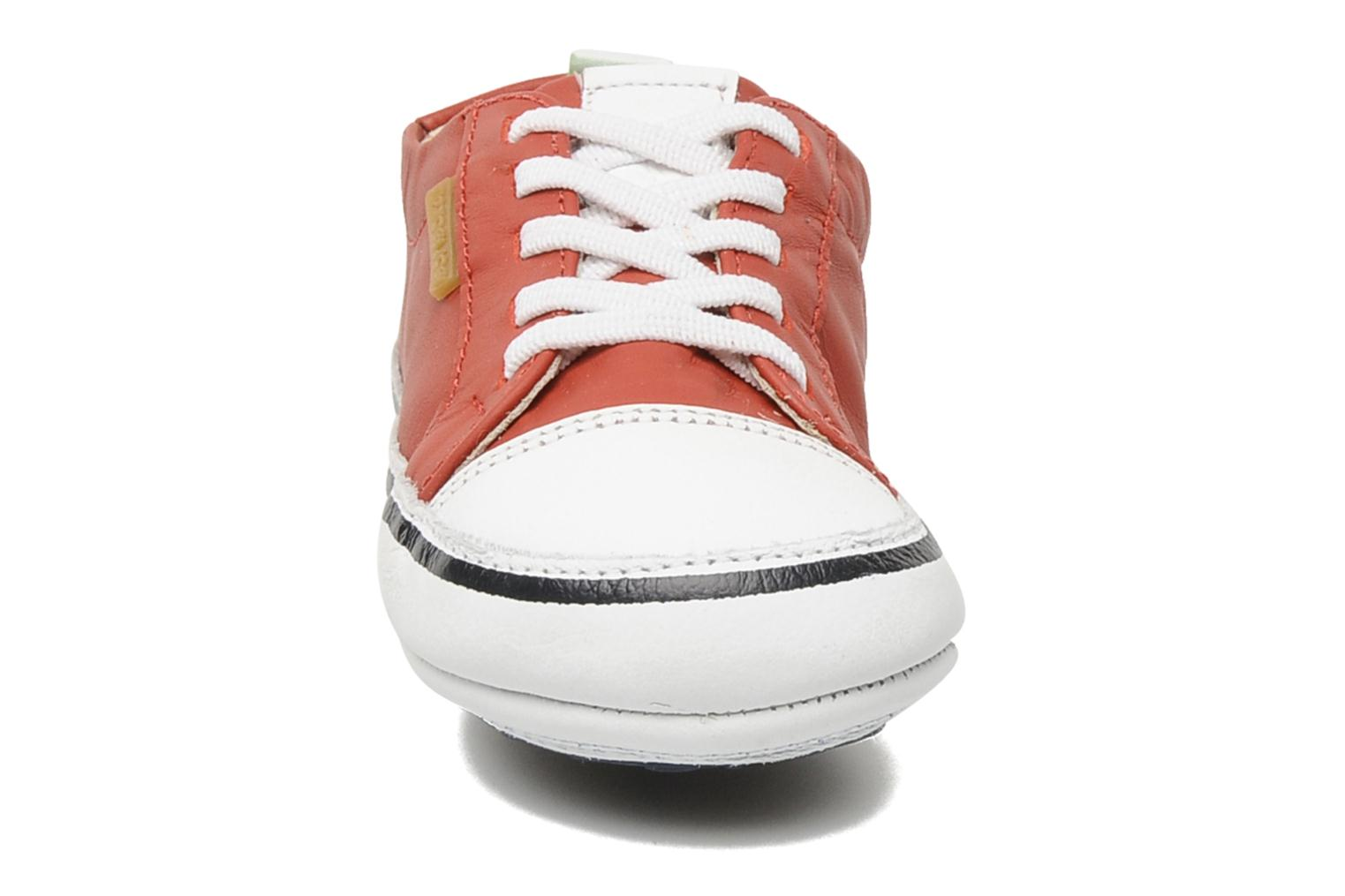 Baskets Tip Toey Joey Funky Rouge vue portées chaussures