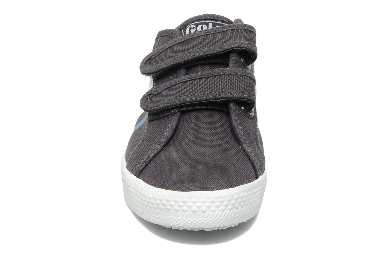 Baskets Gola Quattro Velcro Gris vue portées chaussures