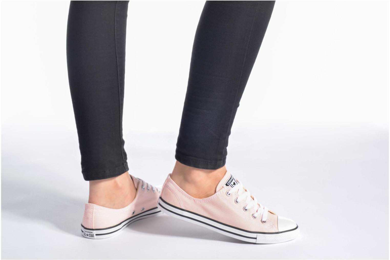 Sneaker Converse All Star Dainty Canvas Ox W schwarz ansicht von unten / tasche getragen