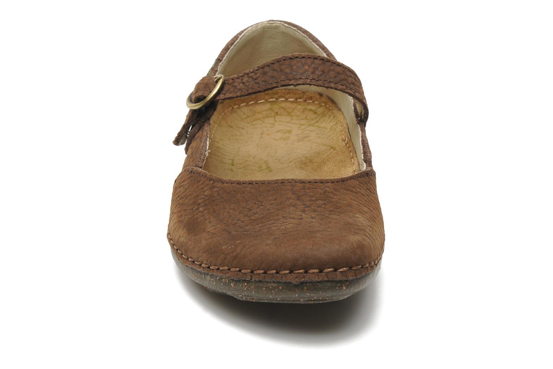 Ballerines El Naturalista Torcal n°301 Marron vue portées chaussures