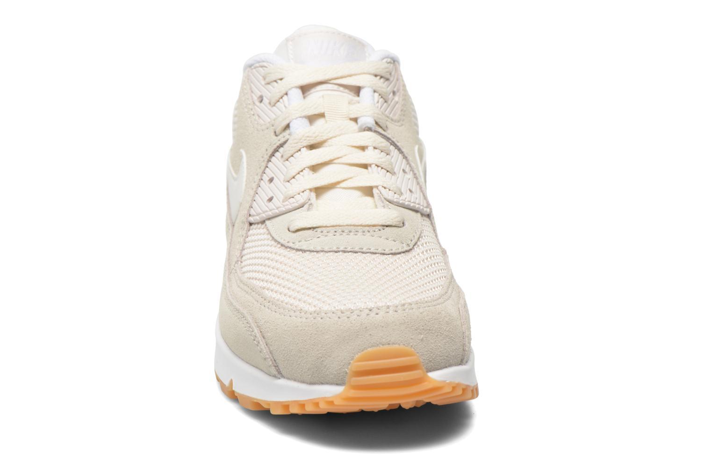 Baskets Nike Nike Air Max 90 Essential Beige vue portées chaussures