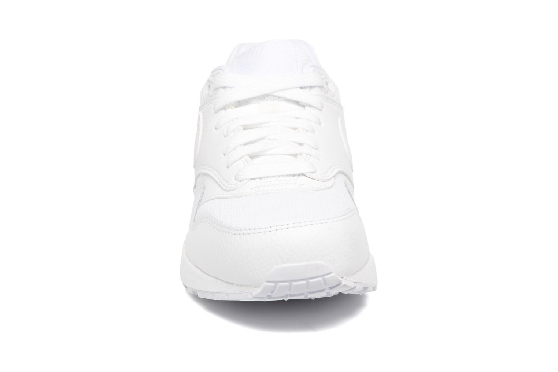 Baskets Nike Wmns Air Max 1 Prm Blanc vue portées chaussures