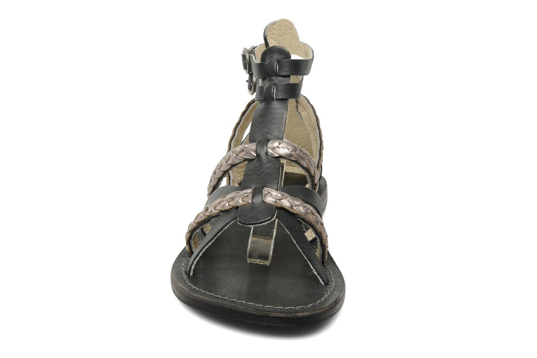 Sandalen Kickers Dionisia schwarz schuhe getragen