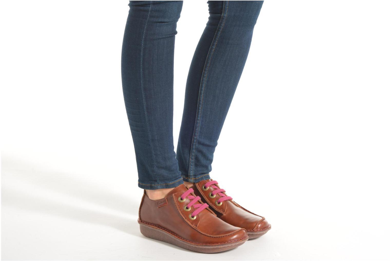 Snörade skor Clarks Funny Dream Brun bild från under