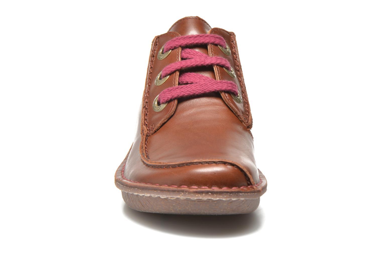 Snörade skor Clarks Funny Dream Brun bild av skorna på