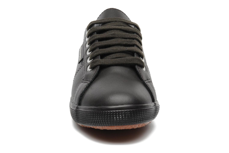 Baskets Superga 2950 FGLU Marron vue portées chaussures