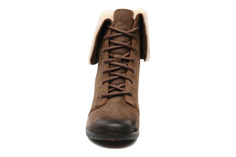 Bottines et boots UGG Zea Marron vue portées chaussures