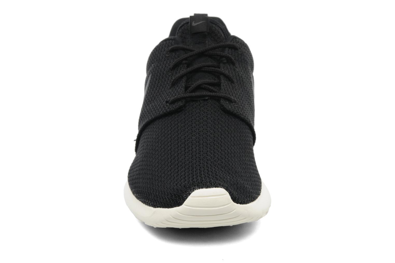 Baskets Nike Nike Roshe One Noir vue portées chaussures
