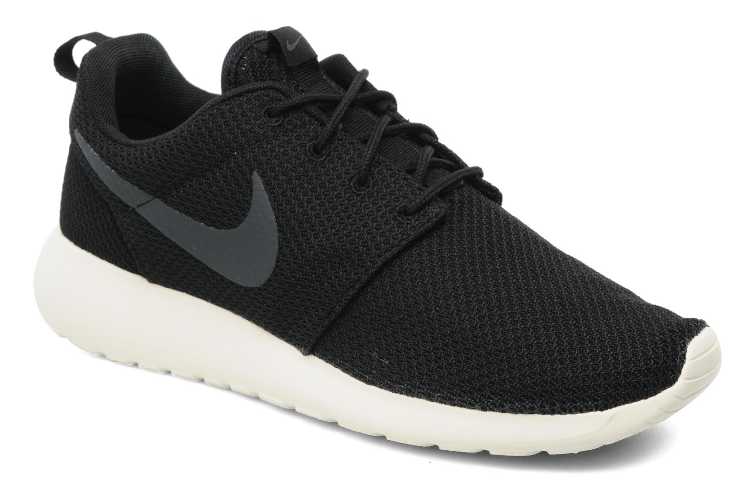 Trainers Nike Nike Roshe One Black detailed view/ Pair view