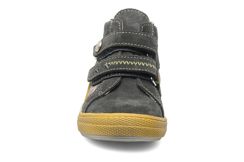 Sneakers Bopy Balama Grigio modello indossato