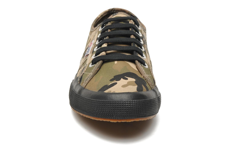 Baskets Superga 2750 Cotu Camou Multicolore vue portées chaussures