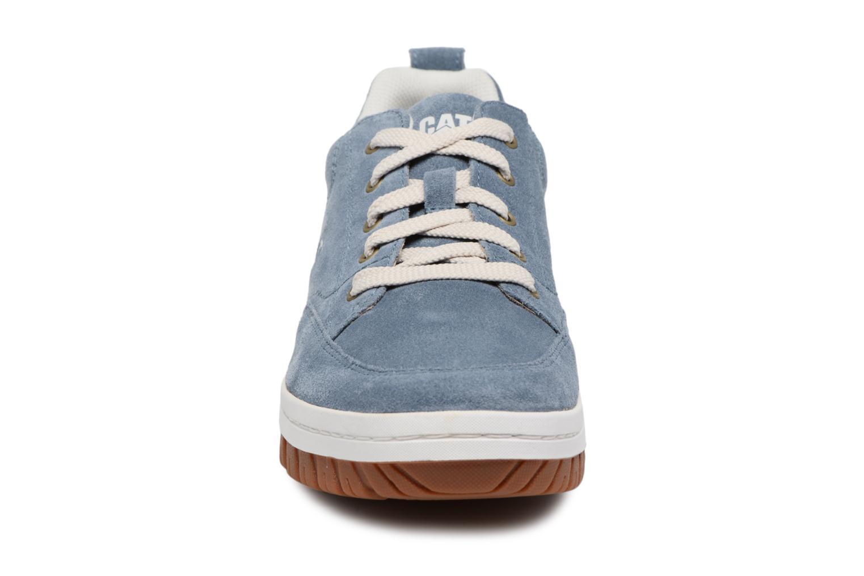 Sneakers Caterpillar Decade Azzurro modello indossato