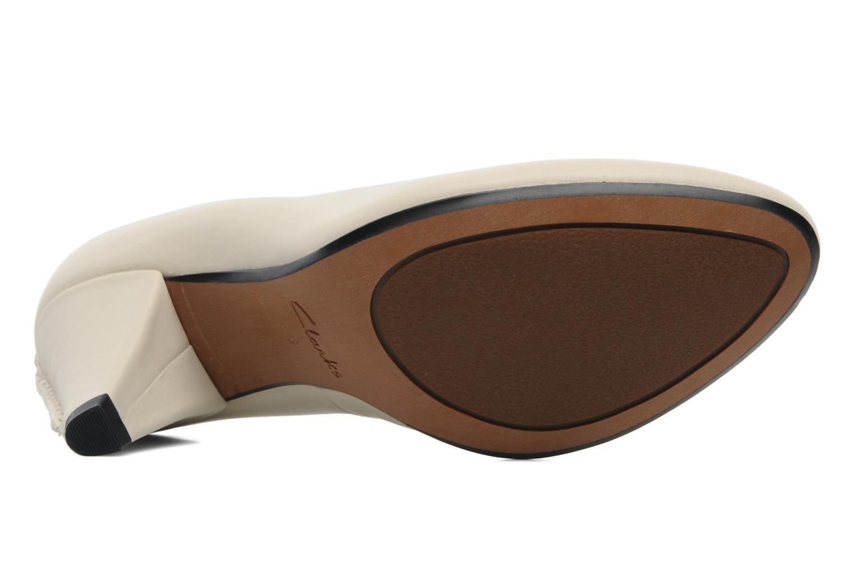 Zapatos de tacón Clarks Babington Race Beige vista de arriba