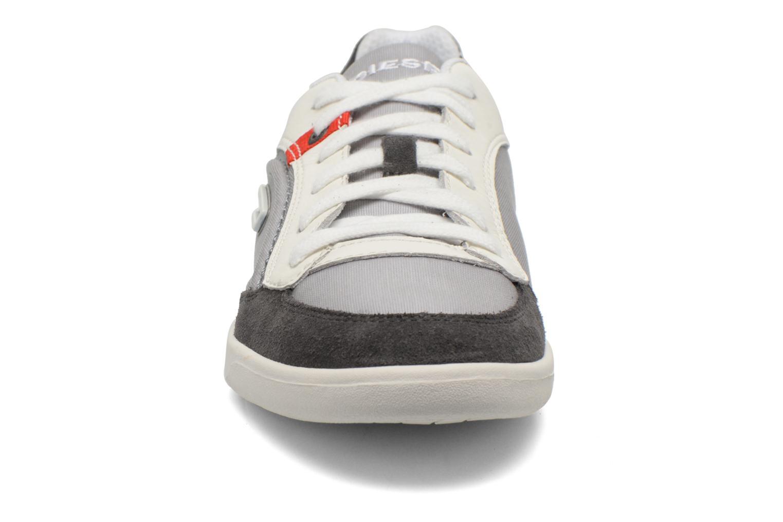 Baskets Diesel Starch Gris vue portées chaussures