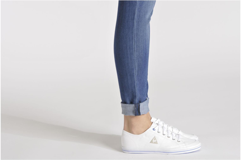 Sneaker Le Coq Sportif Grandville W weiß ansicht von unten / tasche getragen