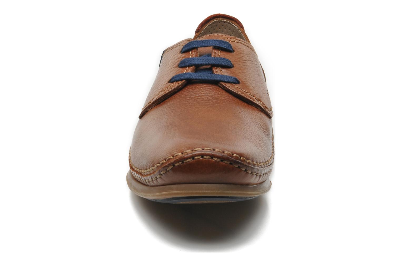 Zapatos con cordones Fluchos Catamaran 8566 Marrón vista del modelo
