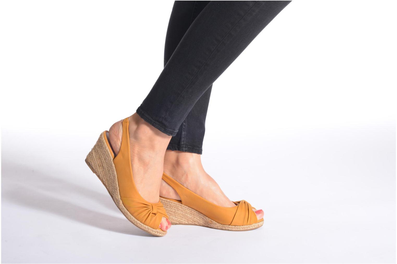 Sandales et nu-pieds Refresh Britt Marron vue bas / vue portée sac