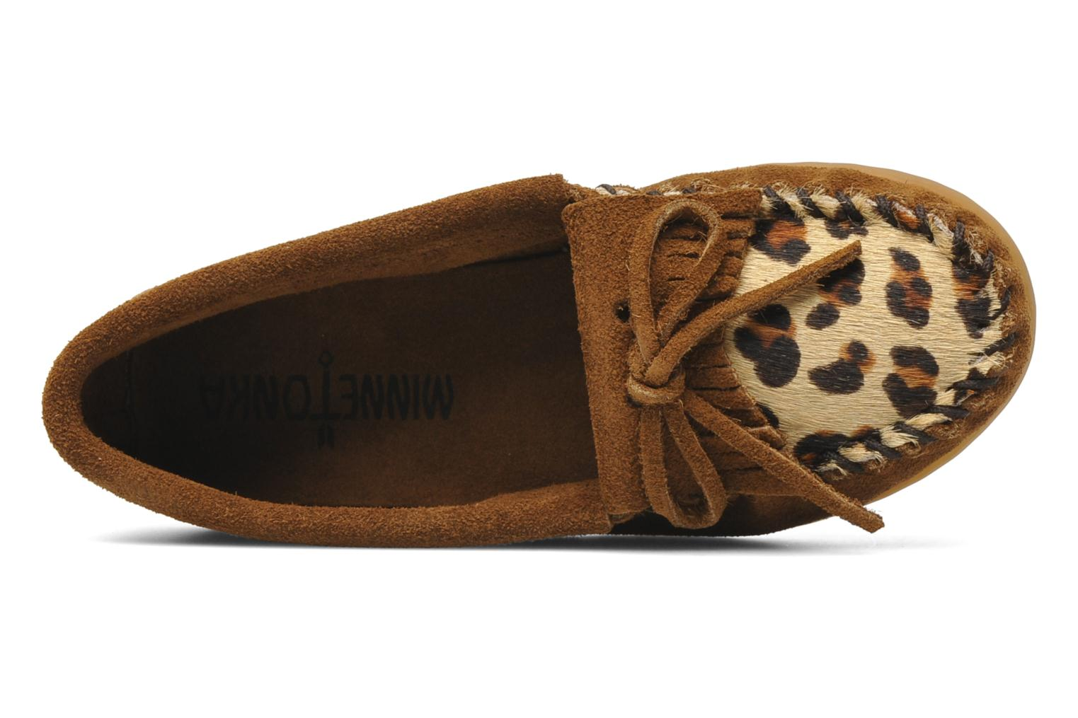 Slipper Minnetonka Leopard Kilty Moc G braun ansicht von links