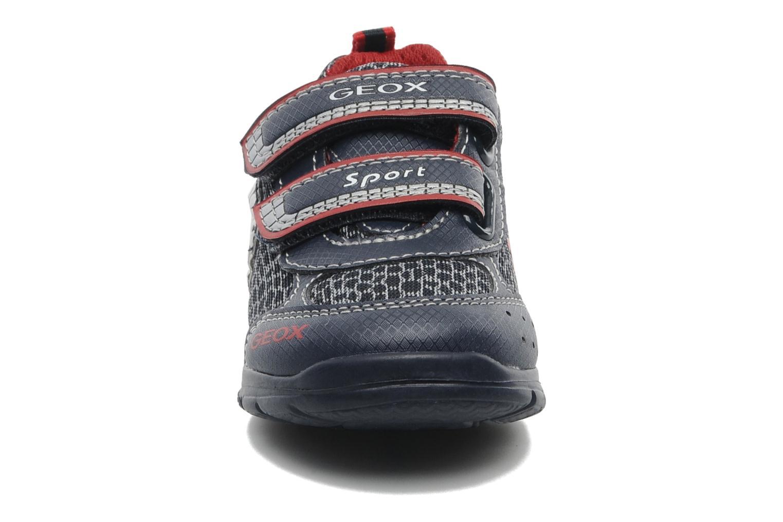 Baskets Geox B RUNNER BOY Bleu vue portées chaussures