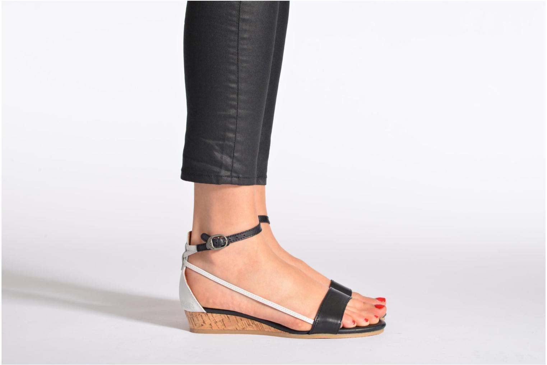 Sandales et nu-pieds Kickers Cocola Noir vue bas / vue portée sac