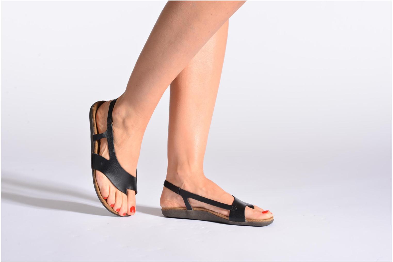 Sandales et nu-pieds Kickers Atomik Rouge vue bas / vue portée sac