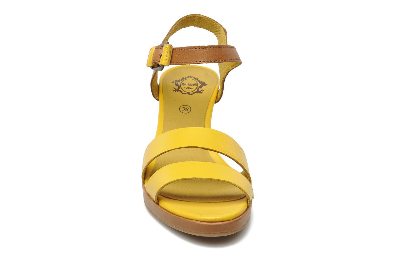 Sandalen Kickers Saloon gelb schuhe getragen