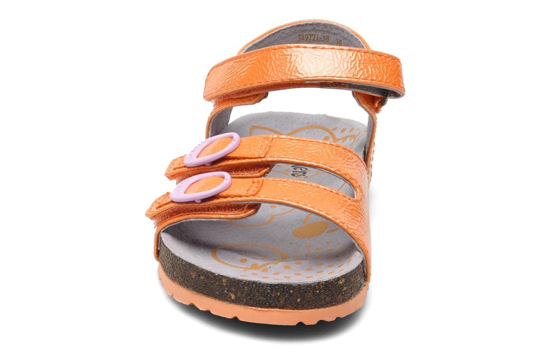 Sandali e scarpe aperte Kickers Magipop Arancione modello indossato