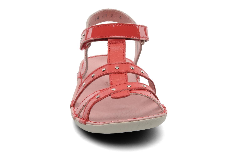 Sandalen Kickers Esmeralda rot schuhe getragen