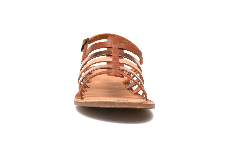 Sandaler Kickers Dixmillion Brun se skoene på