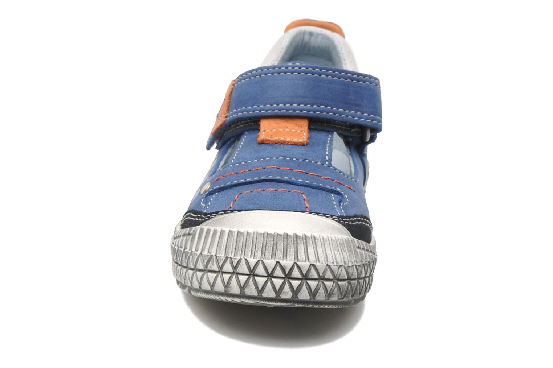 Baskets Babybotte KAKAO Bleu vue portées chaussures