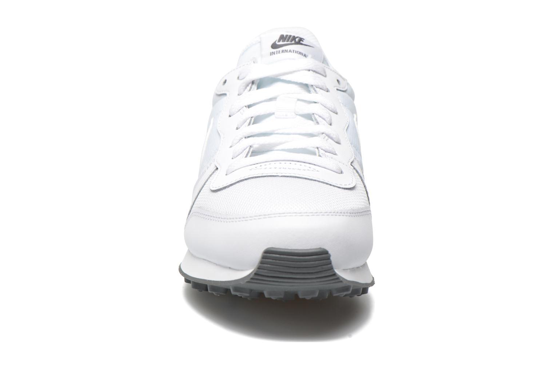 Baskets Nike Nike Internationalist Blanc vue portées chaussures