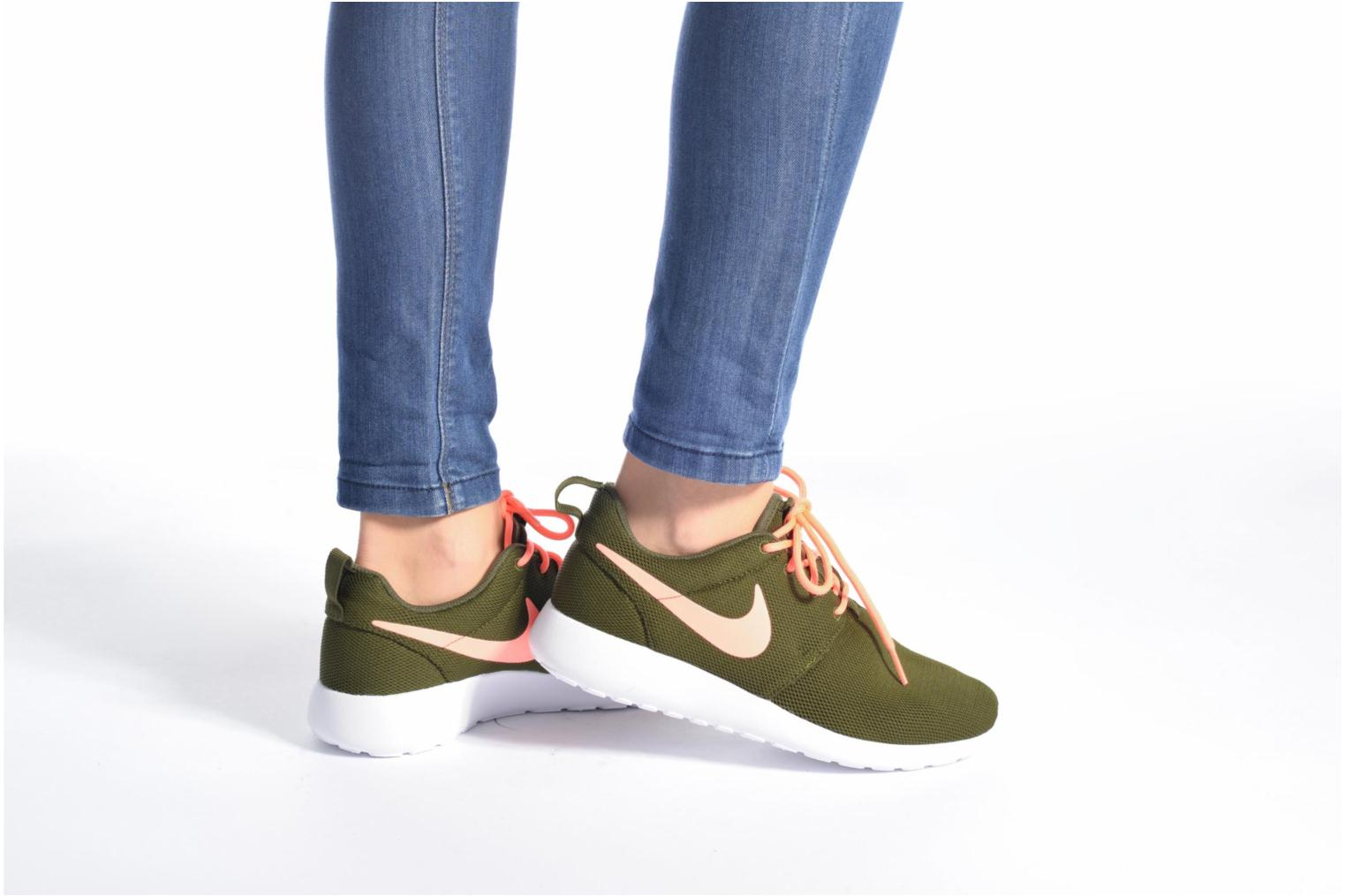 Trainers Nike Wmns Nike Roshe One Green view from underneath / model view