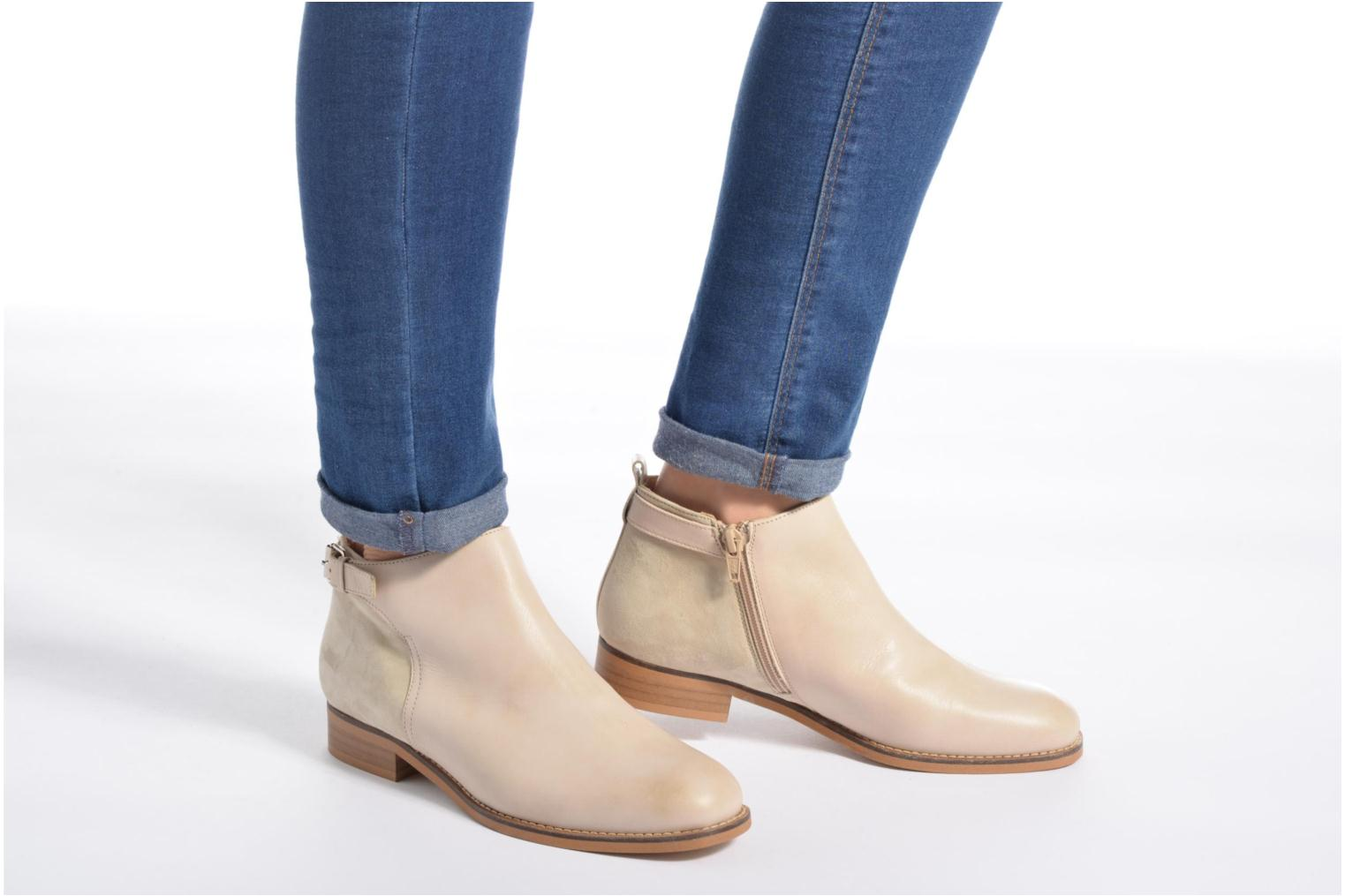 Ankle boots Georgia Rose Tatouille Beige view from underneath / model view