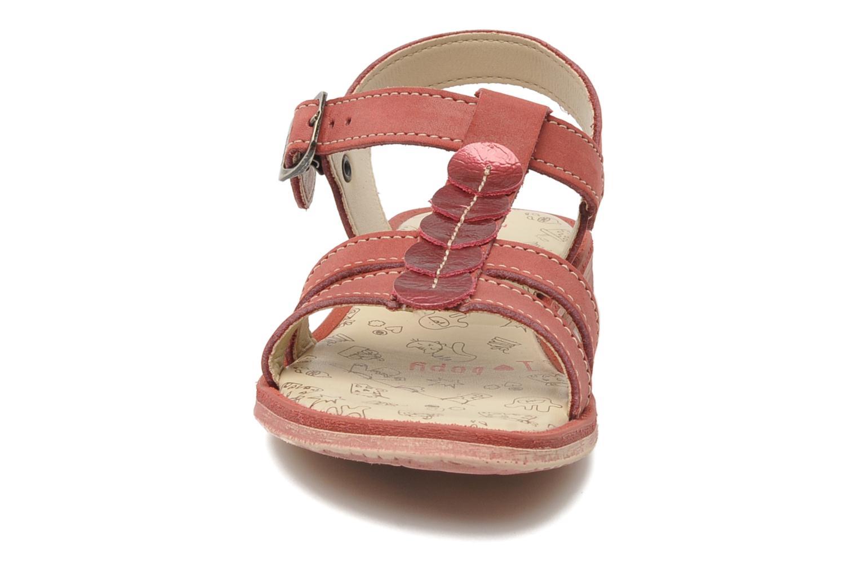 Sandalen Bopy ESSOU rot schuhe getragen