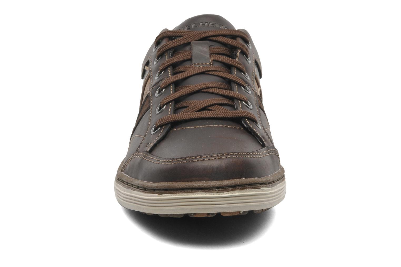 Baskets Skechers Sorino Duarte 64060 Marron vue portées chaussures