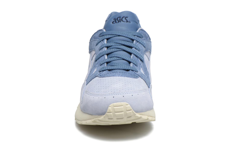 Baskets Asics Gel-Lyte V Bleu vue portées chaussures
