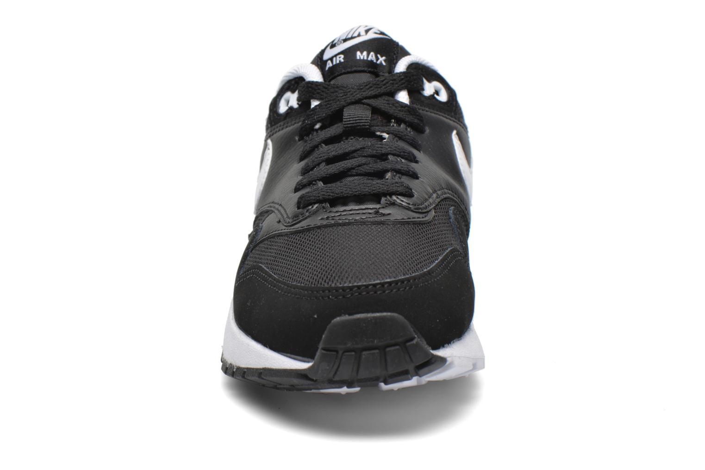 Baskets Nike Nike air max 1 (gs) Noir vue portées chaussures