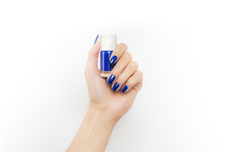 Beauty-Artikel Nailmatic Nagellack blau ansicht von unten / tasche getragen