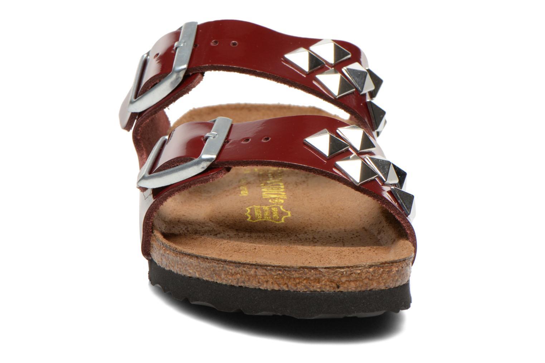 Mules et sabots Birkenstock Arizona Cuir W Bordeaux vue portées chaussures