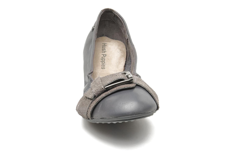 Ballerines Hush Puppies Finnley Chaste Gris vue portées chaussures
