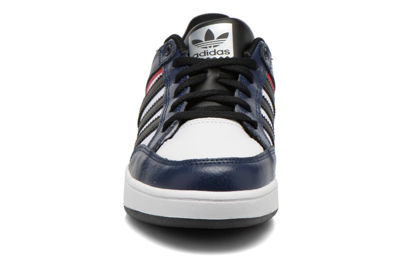 Baskets Adidas Originals Varial J Bleu vue portées chaussures