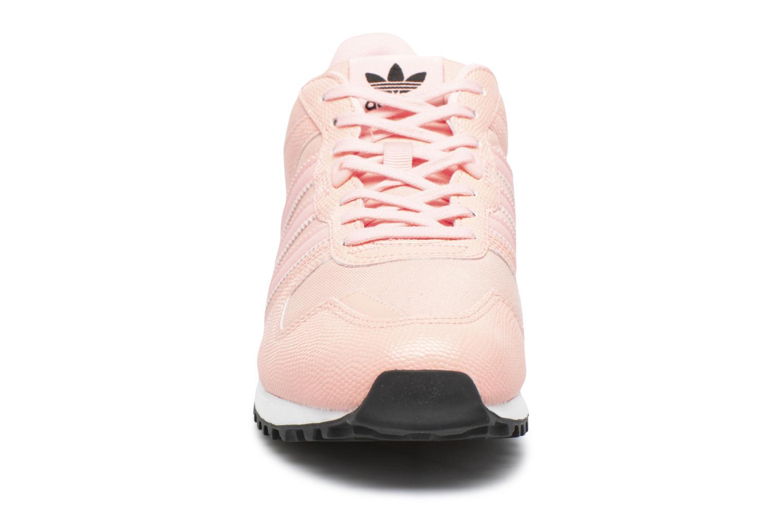 Sneakers Adidas Originals Zx 700 W Rosa modello indossato