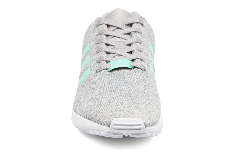 Baskets Adidas Originals Zx Flux W Gris vue portées chaussures