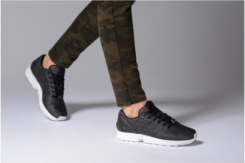 Baskets Adidas Originals Zx Flux W Blanc vue bas / vue portée sac