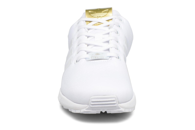 Baskets Adidas Originals Zx Flux W Blanc vue portées chaussures