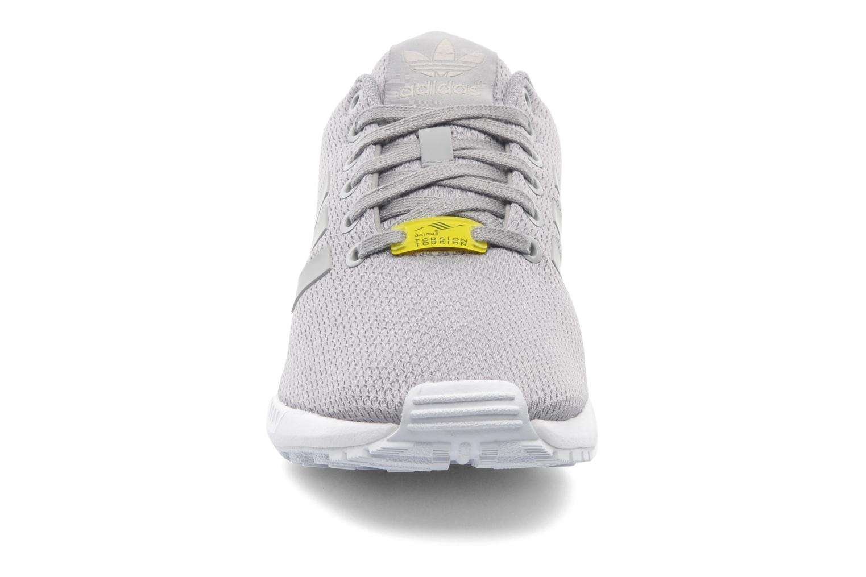 Sneaker Adidas Originals Zx Flux grau schuhe getragen