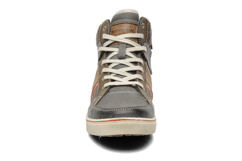 Baskets Mustang shoes Moon Gris vue portées chaussures