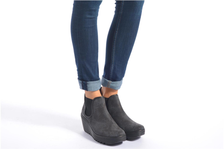 Bottines et boots Fly London Yat Noir vue bas / vue portée sac